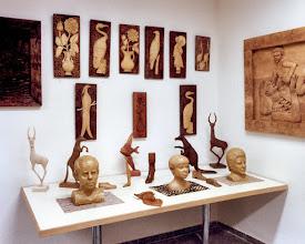 Photo: No recordamos exactamente la ubicación de esta exposición; puede que fuera en una sala de la localidad madrileña de Alcorcón. || Talla en madera. Woodcarving.   Puedes conocer más de este artista en el blog: http://tallaenmadera-woodcarving-esculturas.blogspot.com/