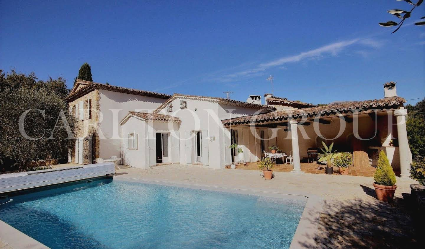 Villa with pool Le Rouret