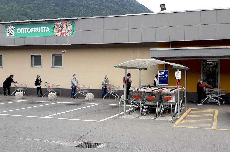 In fila al supermarket di benny48