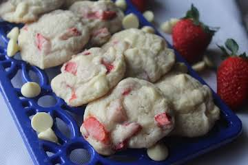 White Chocolate Strawberry Cookies