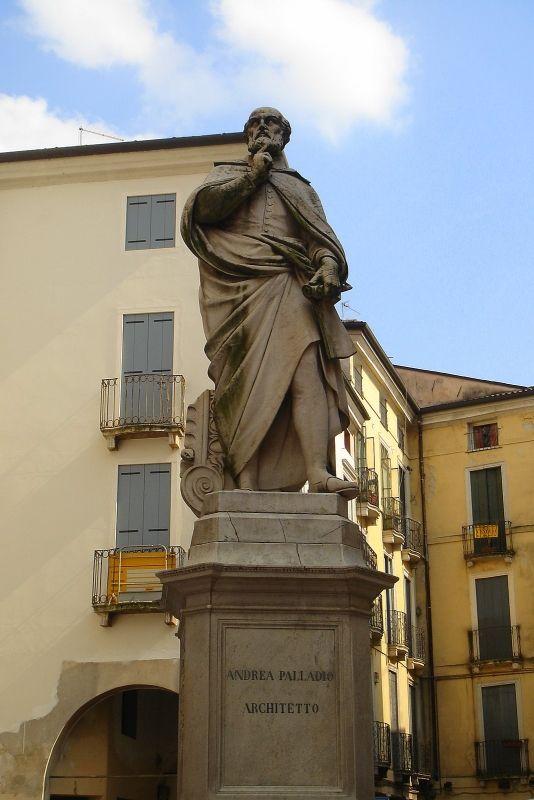 Памятник Андреа Палладио. Виченца, Италия
