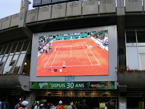 Photo: With outer court matches concluded, we watch a match on the main stadium screen.
