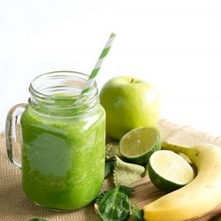 Cleansing Green Smoothie & Ninja Blender Giveaway.