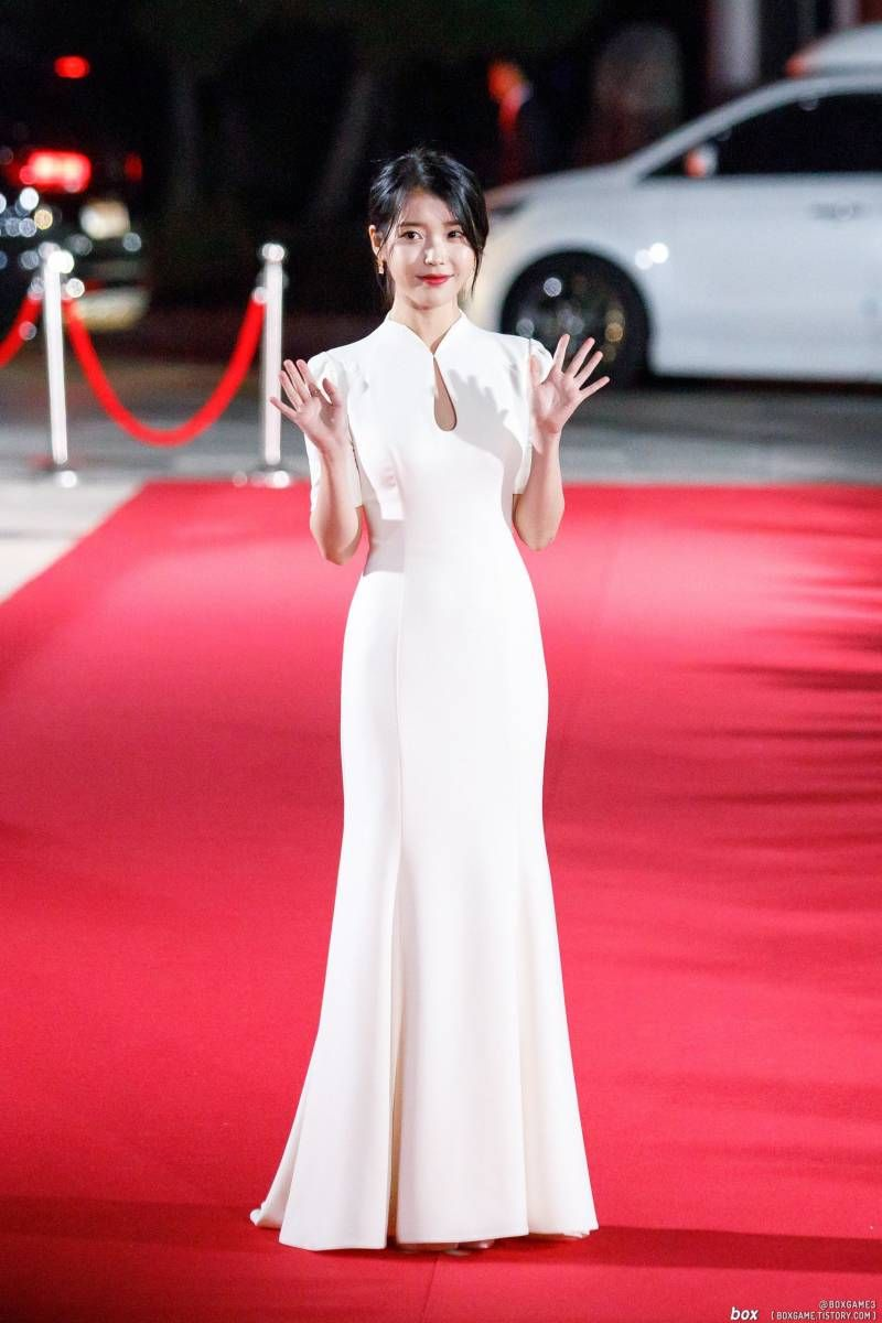 iuwhitegowns_2018 apan star awards