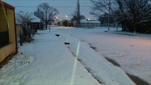 Elliot Eastern cape this morning and still snowing -Corwin CoCo Williamson Picture Credit: Snow Report SA@SnowReportSA