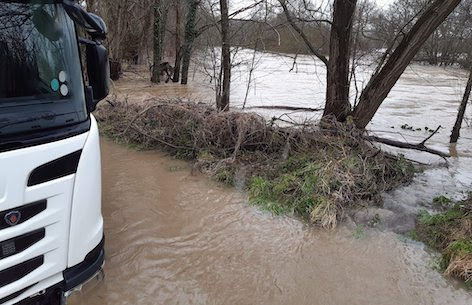 Tractor pulls lorry out of floodwater