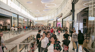 El Centro Comercial Torrecárdenas tiene una galería interior y un parque exterior.