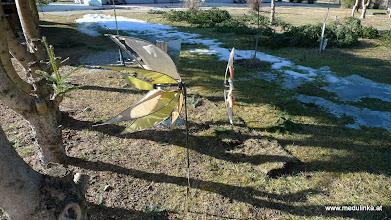 Photo: ich war in der zwischenzeit ein bisserl bei meiner nachbarin spionieren  - ihr windradl ist ein bisserl ramponiert nach dem winter