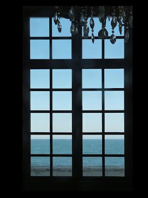 Dietro la finestra, verso l'infinito di TzukiMidori