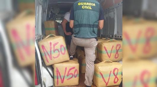 Una embarcación con 1.290 kilos de hachís, intervenida frente a Mojácar