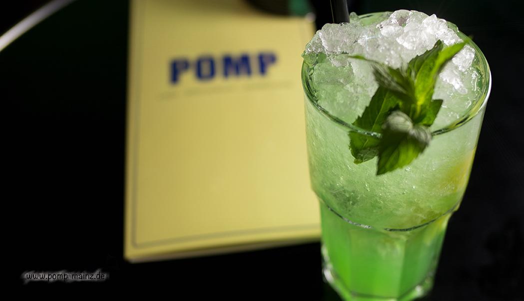 """Foto: POMP's hausgemachte Zitronen-Limonade mit Minze & Waldmeister  gibts auch als: POMP's hausgemachte Zitronen-Limonade """"Classic"""" POMP's hausgemachte Zitronen-Limonade mit rotem Johannisbeersirup POMP's prickelnder Limonadensparkler mit frischer Zitrone (weniger süß) POMP's Thai-Limonade mit Ingwer, Koriander & Limette"""
