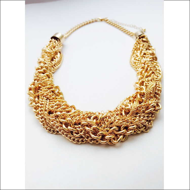 N040 - G. Intertwined Cluster goldtone chain Necklace