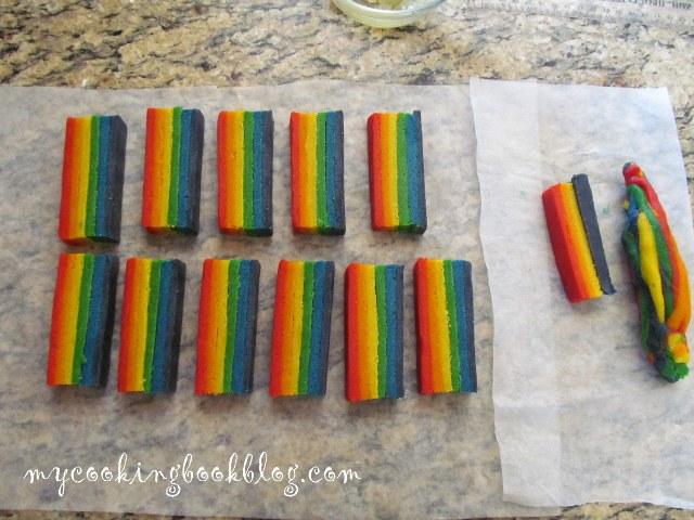 Маслени бисквити с цветовете на дъгата