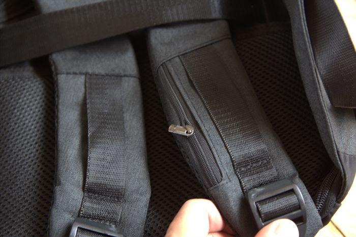 Anti Theft beg Poket mini boleh simpan kad mudah untuk dicapai.
