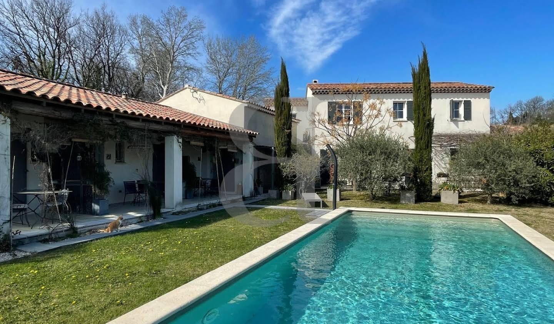 Villa with pool Aubignan