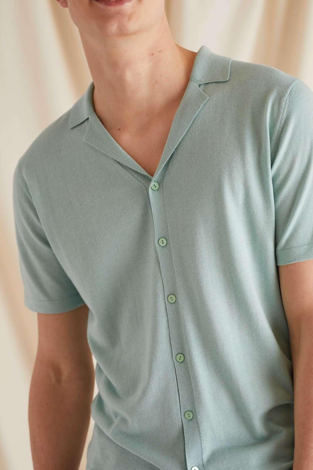 Man Fine Knit Short Sleeve Shirt