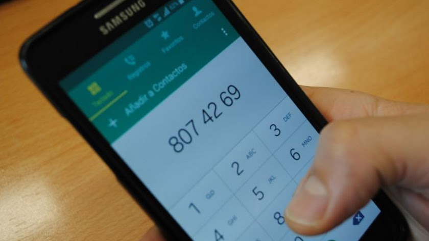Usuario de un móvil con sistema operativo Android.