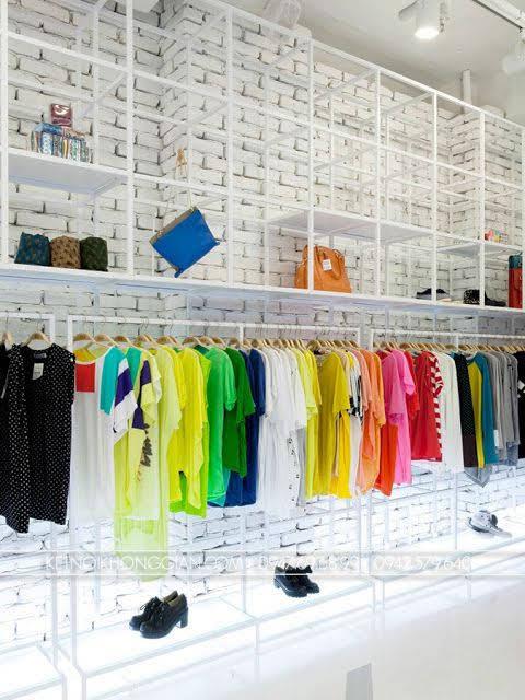 kệ treo quần áo shop