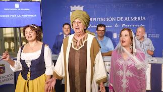 Tres de los actores que participan en la ruta teatralizada por Canjáyar.
