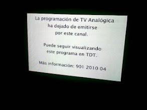 Photo: Me ha pillado el apagon en mi tele de Madrid;vaya, ya no puedo leer el teletexto,q es para lo q la uso. Tendre q antenizarme.Anteniiiiiizate