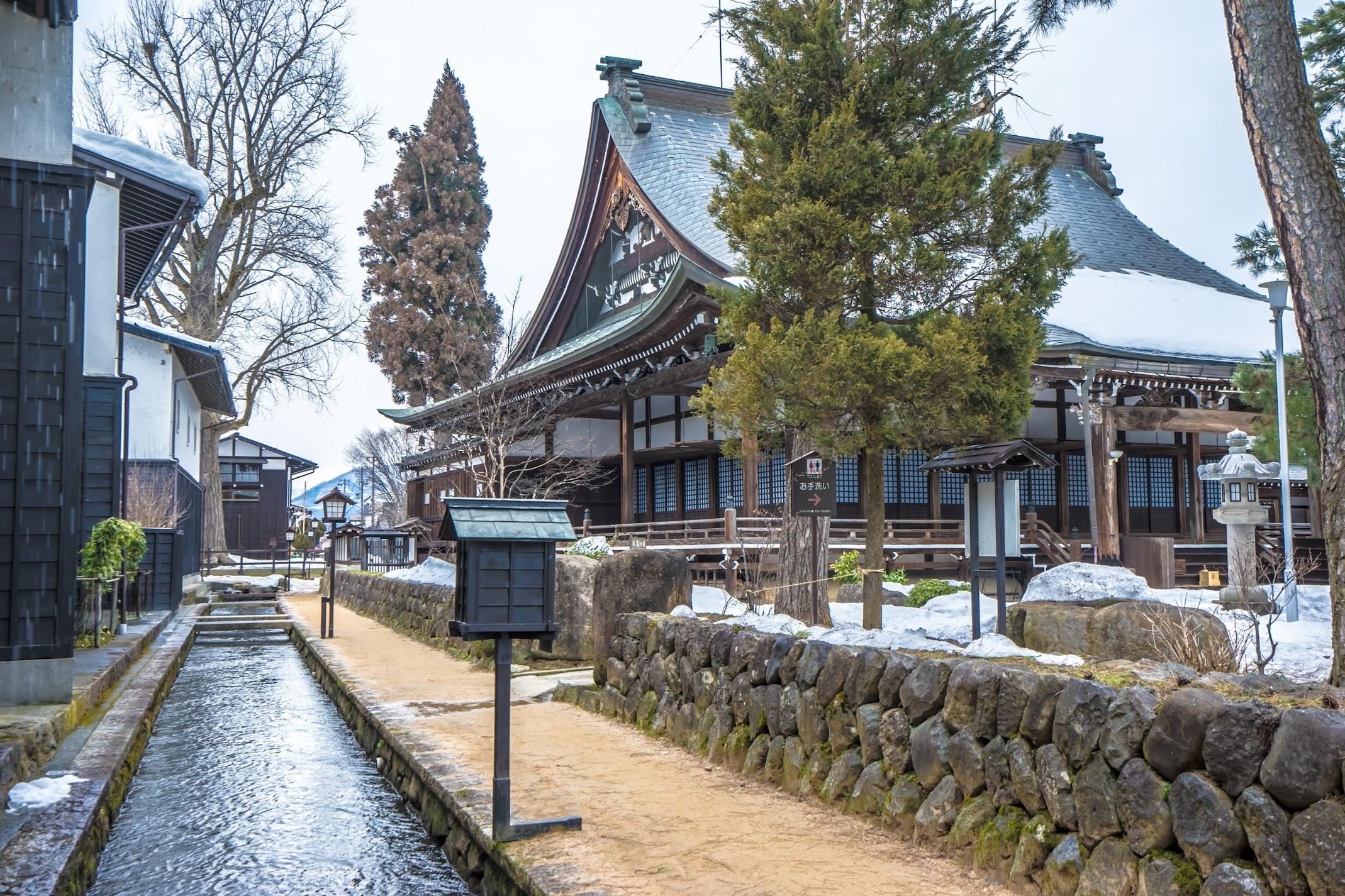 Hida Furukawa Enkoji Temple White Walled Storehouse Street3