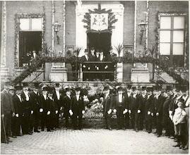 Photo: 1904 Groepsportret ter gelegenheid van de installatie van jonkheer F.C.V. Dommer van Poldersveldt als burgemeester van Princenhage