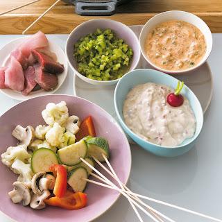 Fleisch-Gemüse-Fondue mit drei Dips