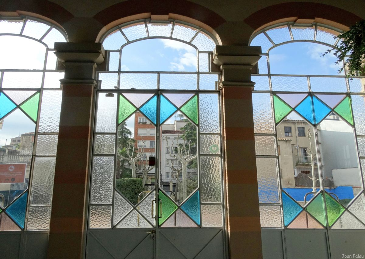 Cercle mercantil barcelona modernista i singular - Vidres igualada ...