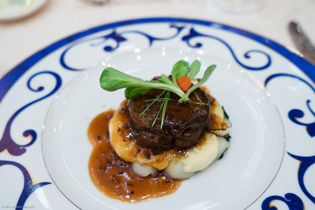 美味牛肉のロティ ほうれん草とユリ根のグラチネ添え トリュフのソース和え