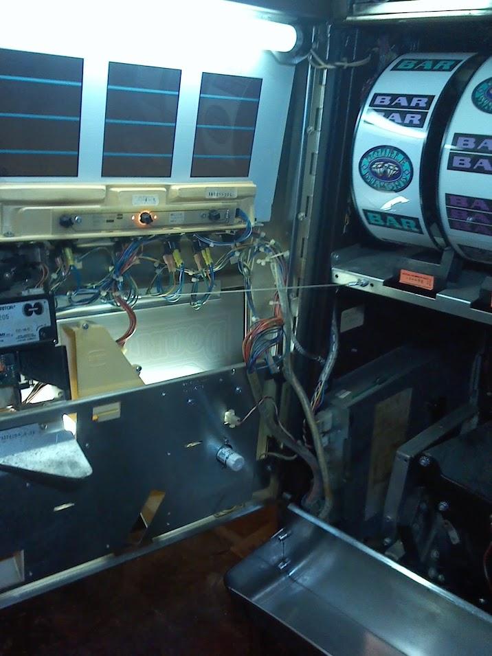 Double Diamond Slot Machine Handle Is Stuck