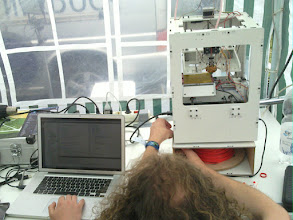 Photo: 3d-printer in metalab (Leiwandville) tent