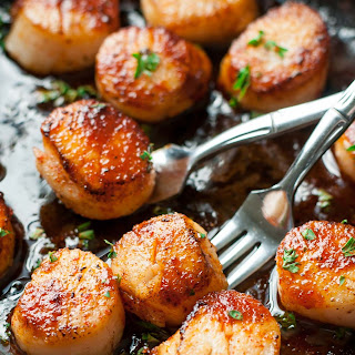 Sriracha Glazed Seared Scallops