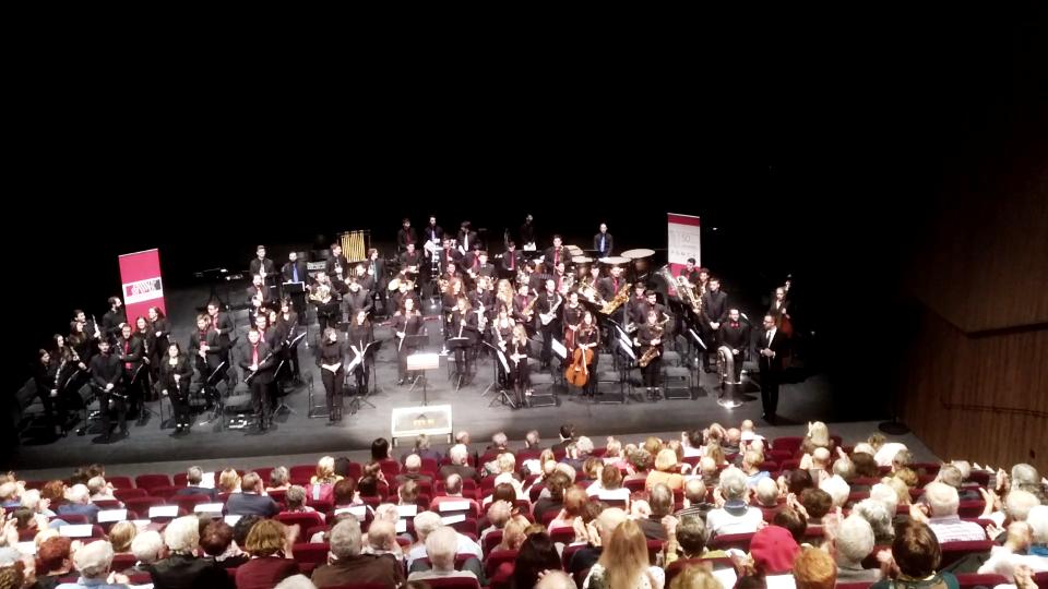 La Joven Banda Sinfónica de la FSMCV promueve en Francia el turismo en la Comunitat a través de la música