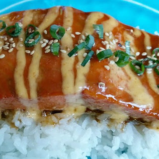 Honey Sriracha Salmon with Spicy & Sweet Mayo.