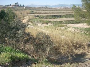 Photo: El Riu d'Albaida (que no es veu perquè va encaixonat a l'alçada de la Riba Alta) i la Casa Nàsio al fons.