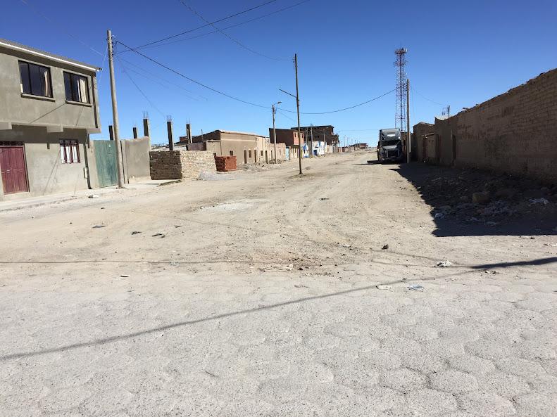 ウユニの街の端。ここから先は舗装されていない