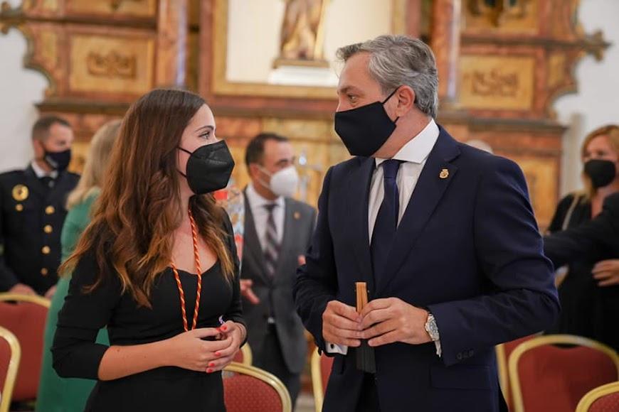 Cristina Gómez y Ángel Escobar conversan.