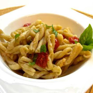 Gemelli Pasta with Tomatoes, Basil and Garlic