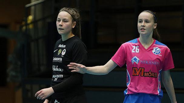 Viime kaudella hän vieraili Porissa KP-V:n paidassa. Tulevalla kaudella hän pukee samanväristä ylleen kuin vieressä oleva Anni-Elina Luotonen.Kuva: Kari Saha/ Urheilusuomi.com