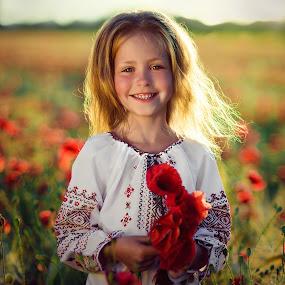 Poppy flowers by Dmitry Baev - Babies & Children Child Portraits ( портрет маки )