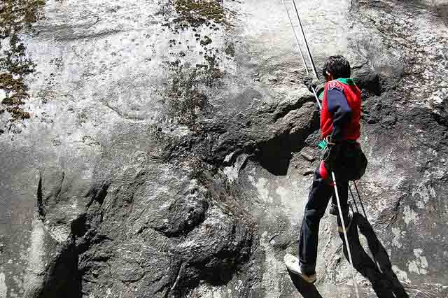 travelogged-26-places-to-visit-dhanaulti-rock-climbing_image