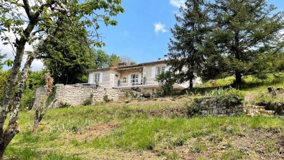 Vente maison 3 pièces 103 m² à Ruffec (16700), 162 000 €