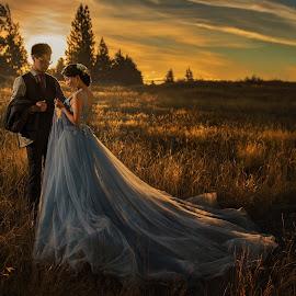 Warm sunset by Zhuo Ya - Wedding Bride & Groom ( zhuoya, prewedding, wedding, lake tekapo, zhuoya photography, new zealand )