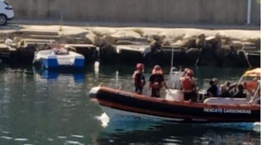 Difícil rescate de siete personas, entre ellas tres niños, de un acantilado