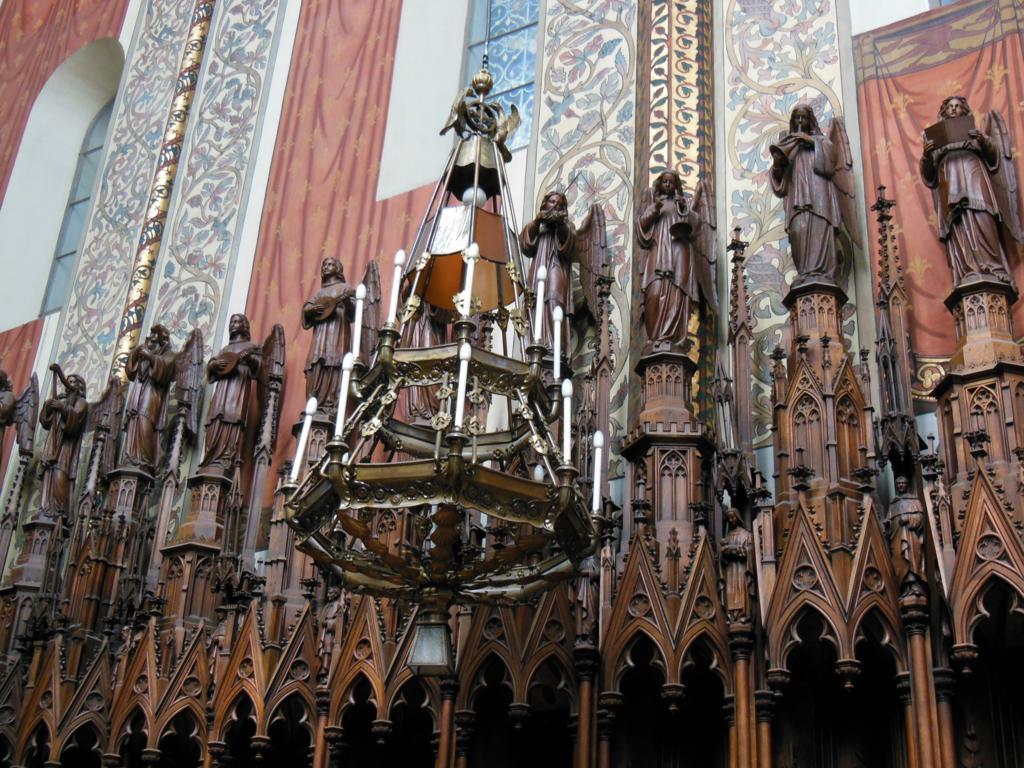 Interior de la basílica de la Santísima Trinidad de Cracovia.