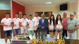 Autoridades con los miembros del equipo de robótica del IES Cadenal Cisneros de Albox.