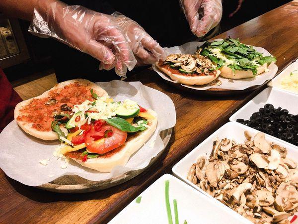 覺旅咖啡Journey Kaffe - DIY手作Pizza、帕尼尼,一個舒適適合下午茶、聊天及上班的好去處 !