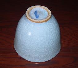 写真: 貫入青瓷高台 貫入青瓷の美をお楽しみください。  掲載作品のお問い合わせは ℡/FAX 098-973-6100でお願致します。