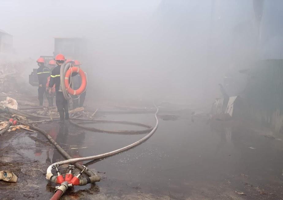 Lực lượng chữa cháy chuyên nghiệp nhanh chóng có mặt tại hiện trường