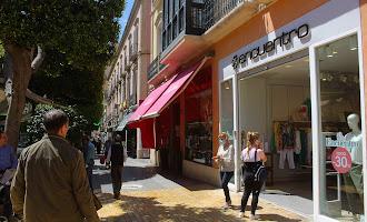 En imágenes: los comercios de Almería abren poco a poco